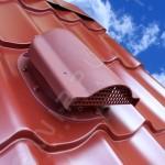 Вентилятор подкровельного пространства с проходным элементом для кровли из металлочерепицы